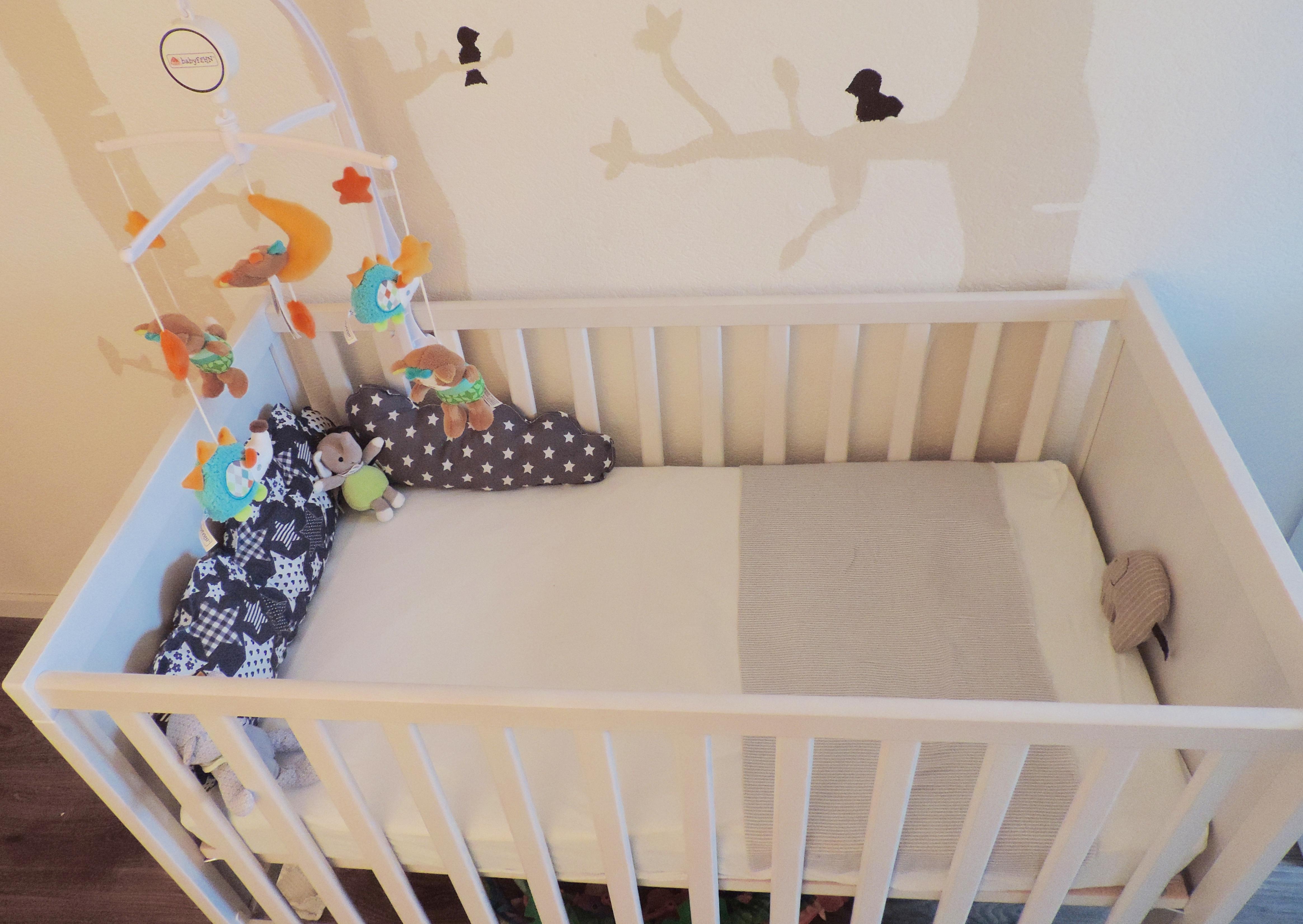 baby das babybett was geh rt wirklich hinein. Black Bedroom Furniture Sets. Home Design Ideas